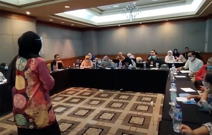 Diskusi umpan balik Aplikasi OneImpact selama masa percobaan di lapangan